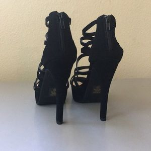 D Heart Shoes - New! Suede Black Heels Size 8